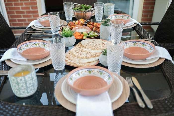easy lunch outdoor tablelay