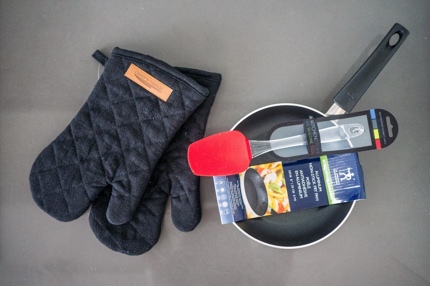 dorm room cooking pans and mitts