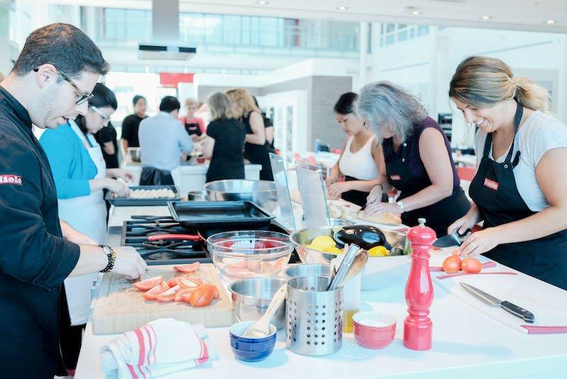 KSP Henckels Event-21- making bruschetta