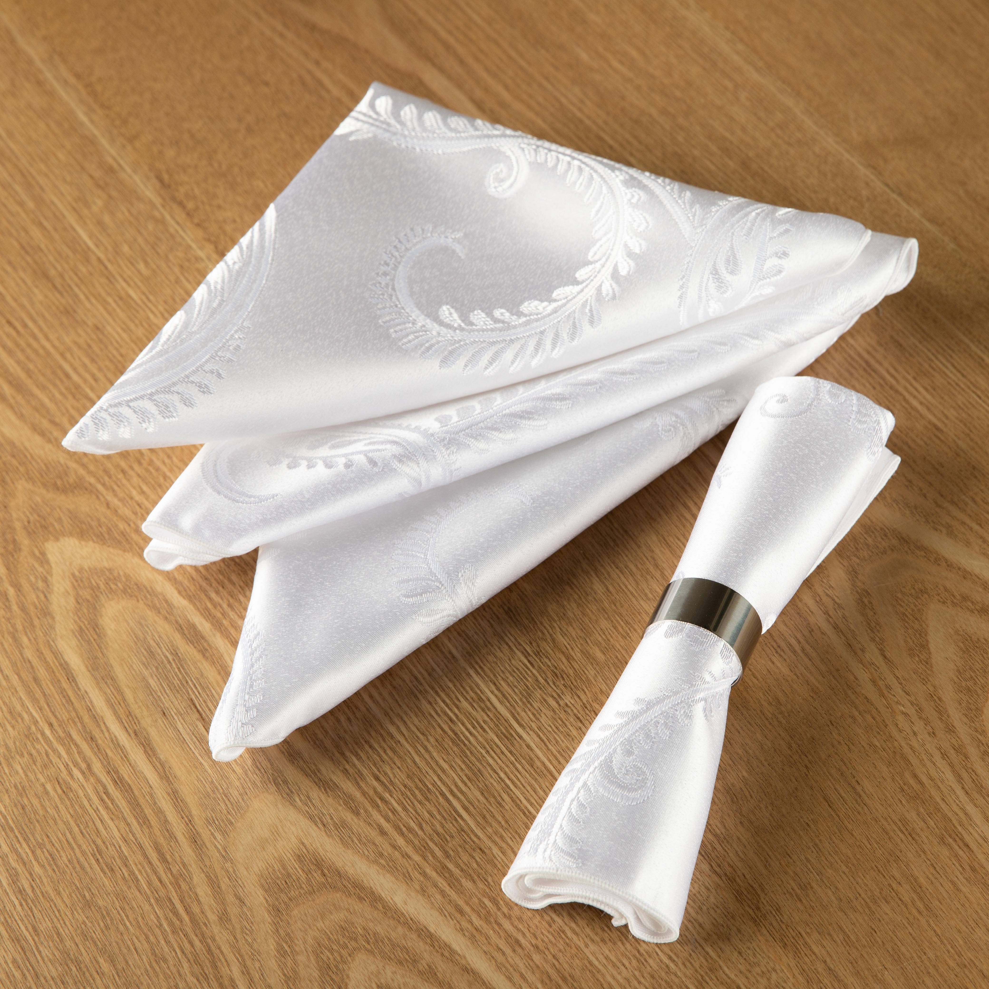 4 white polyester napkins