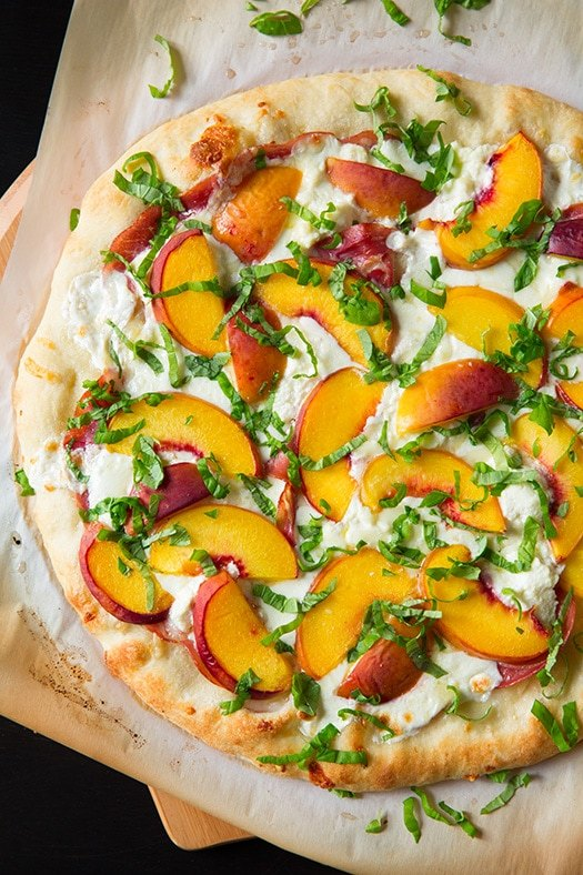 peach and proscuitto pizza