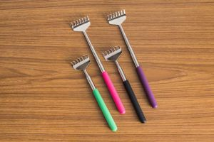 Anti-stress extendable back scratcher