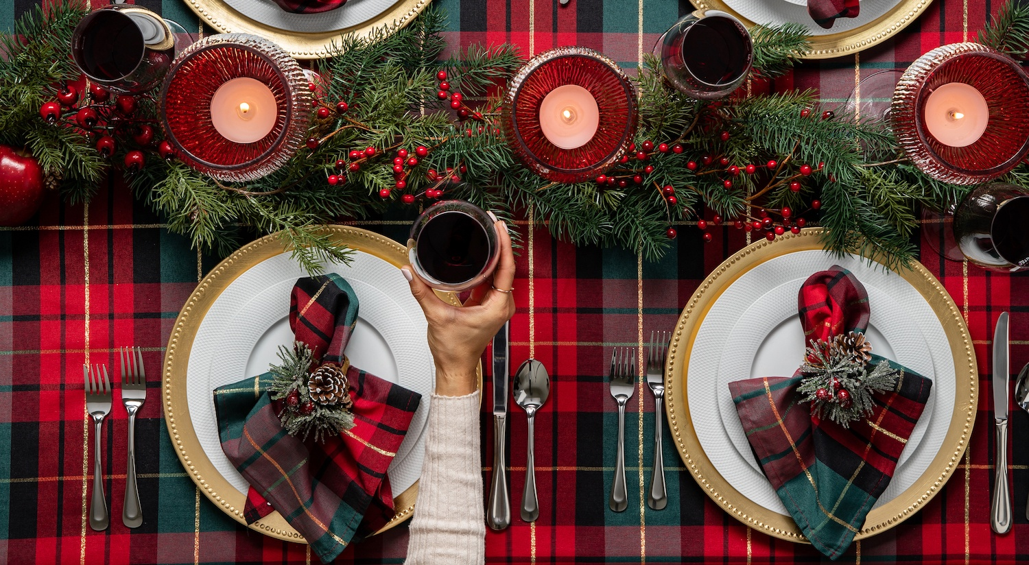 feature-tabletop-merry-christmas-tablescape
