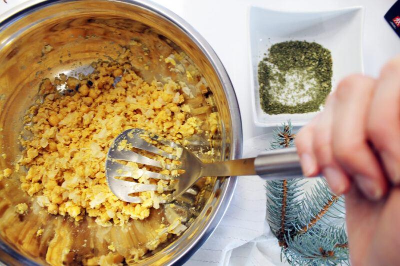 Henckels potato masher in use