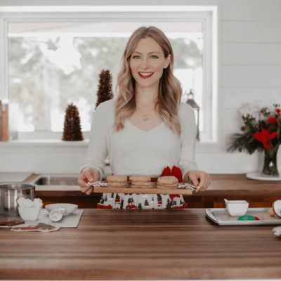 Jenny of Little Love Lifestyle holding a tray of cookies
